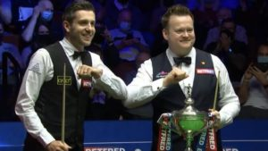 Stubborn Selby pulls three clear of Murphy in World Snooker Championship final